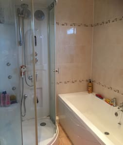 Light and airy double room in a quiet area - Crewe
