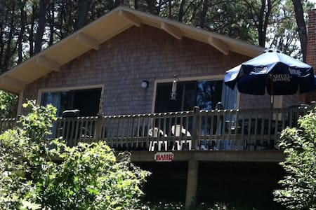 Indian Neck area - walk to beach location - Wellfleet - House