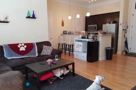 Condo Bed/Bath Close to Uptown - Apartment