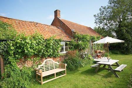 Acorn Cottage - Oulton, near Aylsham - House