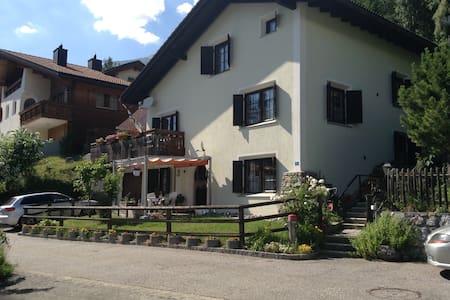 Sonnige ruhige Wohnung Tgamona am Südhang Alvagni - Apartamento