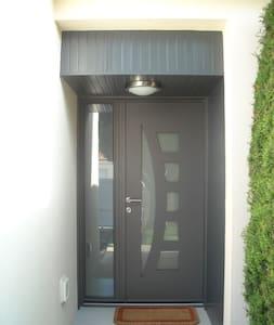 dans logement chambres privées - Saint-Laurent-de-la-Plaine