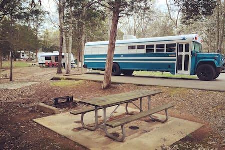 Unique School Bus, 'TealMobile' - Lakókocsi/lakóautó