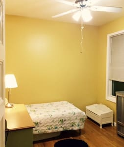 Cozy quiet and safe with great access to the city - Hoboken - Huoneisto