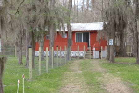 Quiet, rural cabin on private lake in East Texas - Cabane