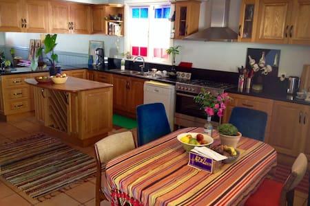 Quiet Room in Beautiful Sunny Queenslander - West End - Appartamento