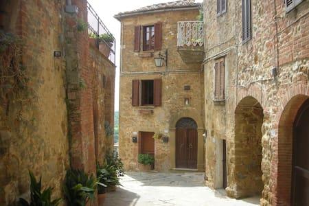 Castelmuzio, near Pienza - Castelmuzio