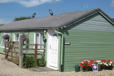 Between Chichester & Arundel 2 double bedrooms - Bungalow