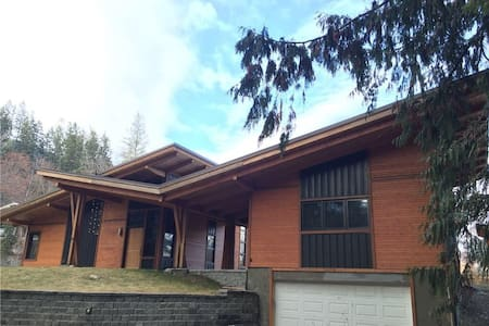 Executive home plus guest house - Kaslo