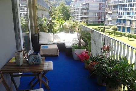 Suntrap room in convinient 90qm Appartment - Apartment