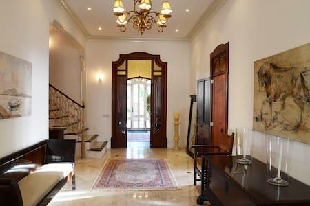 Luxury Villa Bed and Breakfast: Guest Room 2 - Bed & Breakfast
