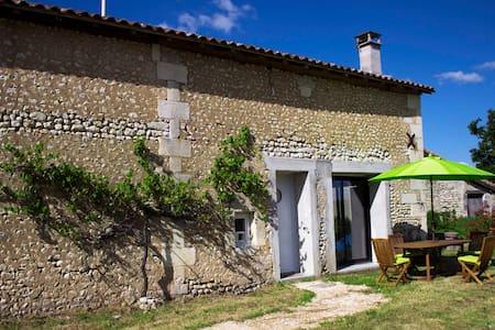 La Grange de La Parcaud - Saint-Quentin-de-Chalais - Huis