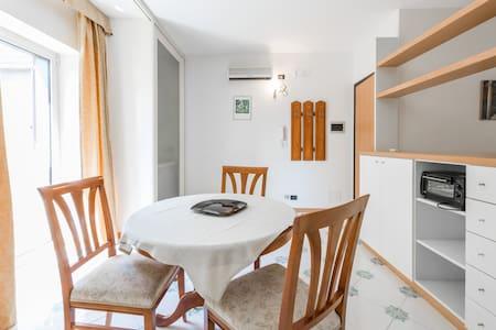 NEMA, monovano su un piano - Bari - Apartment