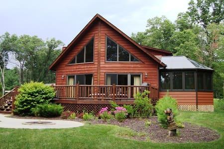 AMAZING 6 Bedroom Cedar Chalet With Game Room - Wisconsin Dells