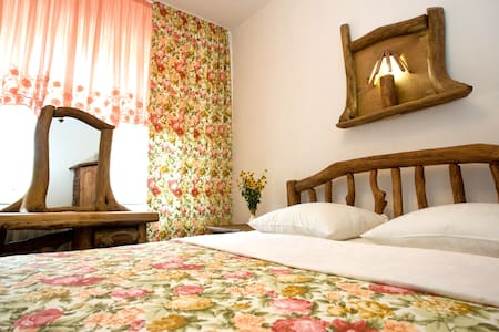 Casa din Lunca,  Guest House, B&B - Butuceni - Bed & Breakfast