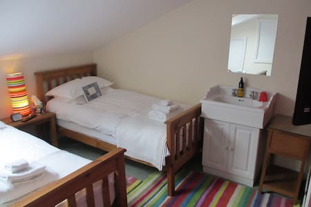 Pickersgill Manor Farm Wharfedale Small Room - Silsden - Bed & Breakfast
