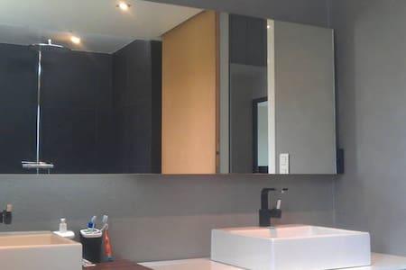 Chambre moderne et calme - Dům