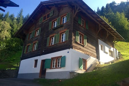 Traditional Swiss Home in Nature - Hus