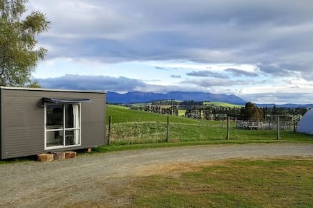 Tiny Cabin on Our Farm & Free Gourmet Breakfast - Te Anau