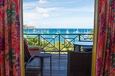 Stunning Beachfront Villa with pool - Bequia - Villa