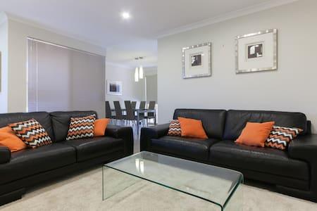 BURSWOOD  Villa comfy & convenient - Villa