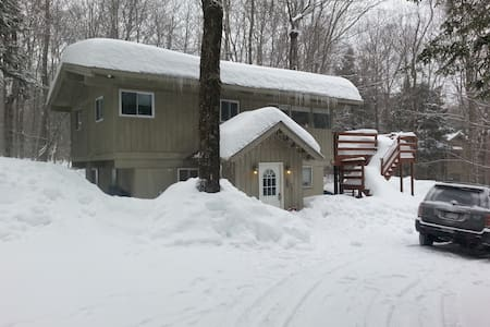 4BR Chalet Btwn Mt. Snow & Stratton - Ház