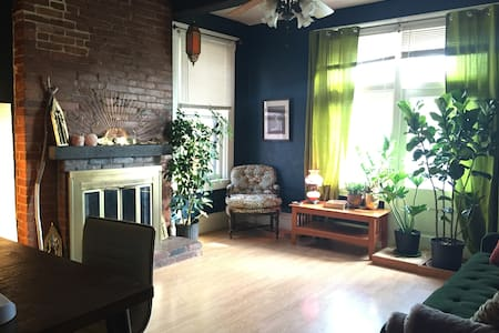 Spacious and Charming Regent Square Condo - Pittsburgh - Appartement