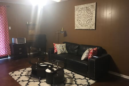 Nice 1 bedroom w/private bath close to everything - 歐文(Irving)