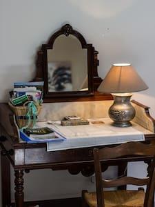 Chambre spacieuse dans un cadre calme et verdoyant - Talo