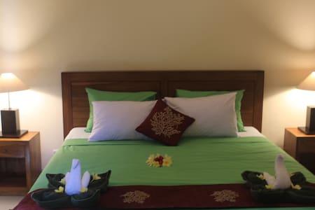 Bungsil Gading (Mangga Room) - Ubud - Bed & Breakfast