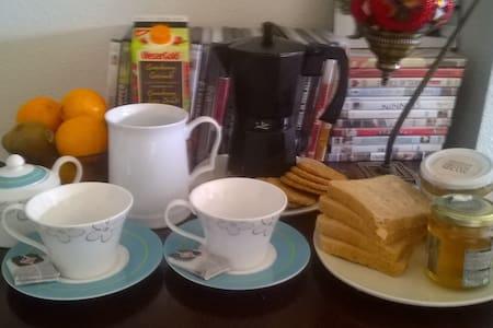 Room, Wifi and breakfast. - Pamplona - Bed & Breakfast