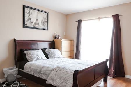 Private large clean room! Queen bed