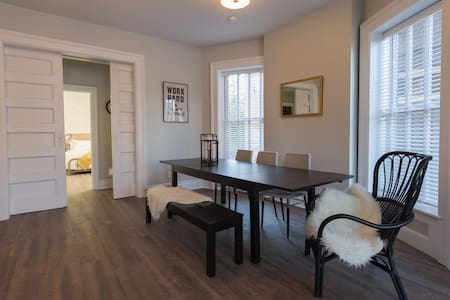 Luxury Renovated Apartment Minutes From Anything - Detroit - Flat
