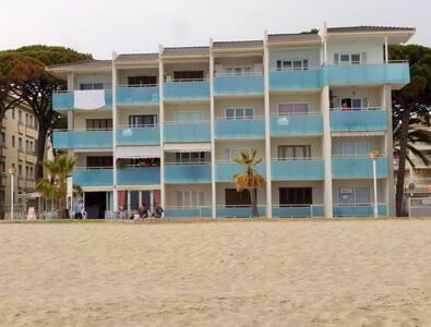 Apartamento en la arena de la playa. A estrenar. - Leilighet