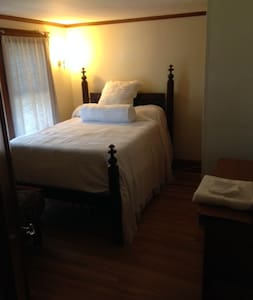 Gloucester/Magnolia - 2 room suite + private bath - House