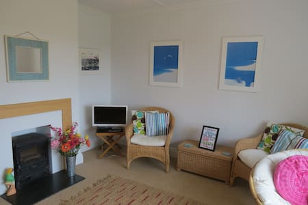 Beach style bungalow available 18-25 August 2016 - Casa