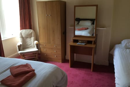 Family room sleeps 3 - Dom
