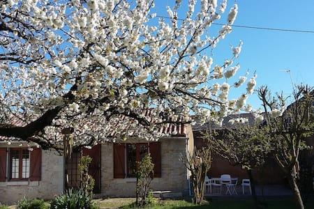 Maisonnette et son jardin - Haus