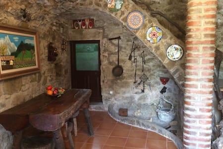 Magnifica casa rural con jardín - Hus