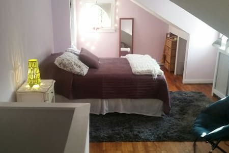 Bed Bath Breakfast 3rd floorwith TV - Narberth - Bed & Breakfast