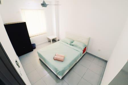 HomeSweetHome Homestay Deluxe Suite@Bandar Enstek - Bungaló