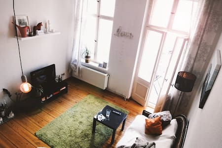Bright room with balcony - Berlin - Apartment