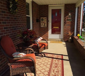 Knotty Pine Guesthouse - Akron - House