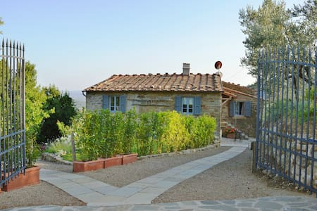 Renovated Tuscany farmhouse 30 km from Florence - Flat