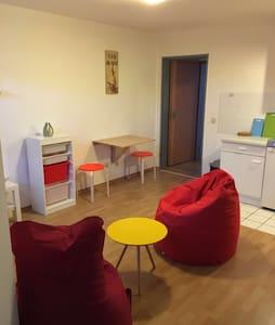 Modern eingerichtete Wohnung 25qm - Lägenhet