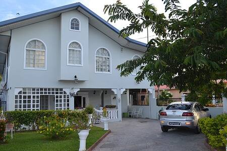 Airport Inn-rm 7, 3mins to airport - Arouca - Bed & Breakfast