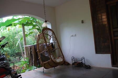 TANGOVILLE : Beach, betw Pondy&Auroville - Huis