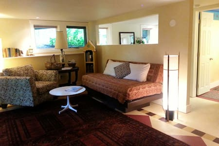 Cozy Ground Floor Suite, Close to Lake Champlain - Hus