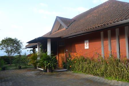 Vila Bunga Merah Gelatik - Villa
