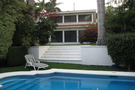 Propiedad doble en Lomas  Cocoyoc - Haus